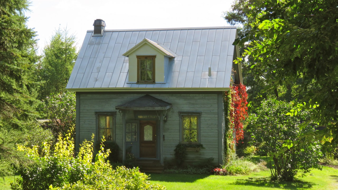 House in Mont-Saint-Hilaire, Quebec