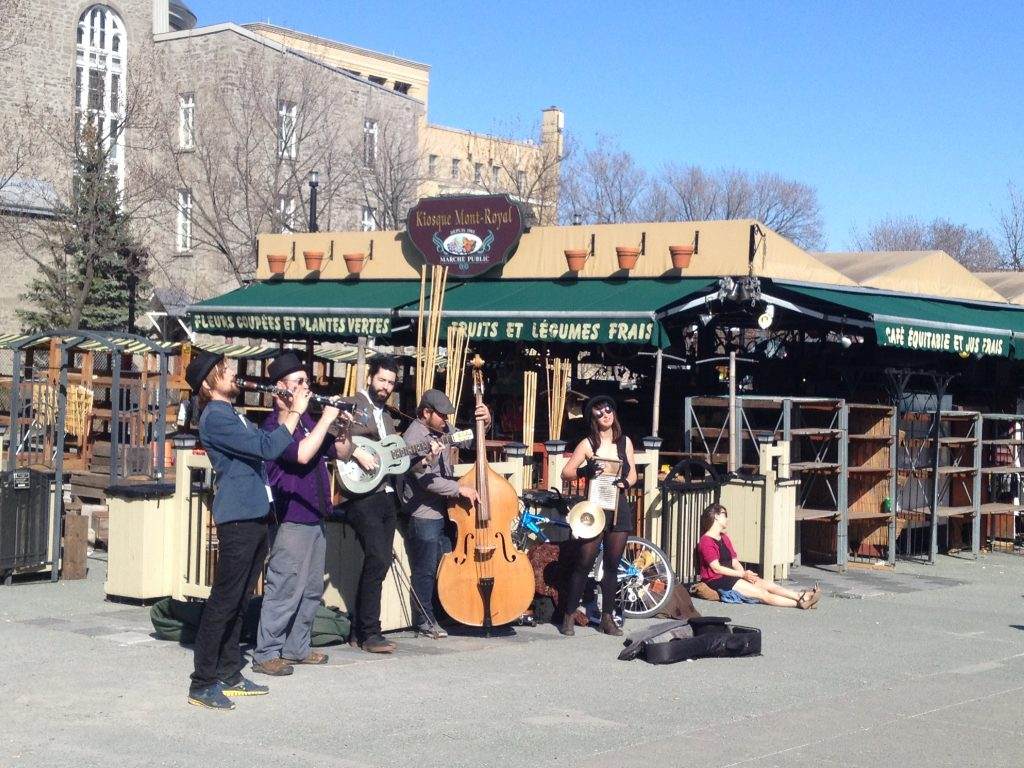 Spring is sprung when street performers are at metro Mont-Royal AND there is a crowd watching